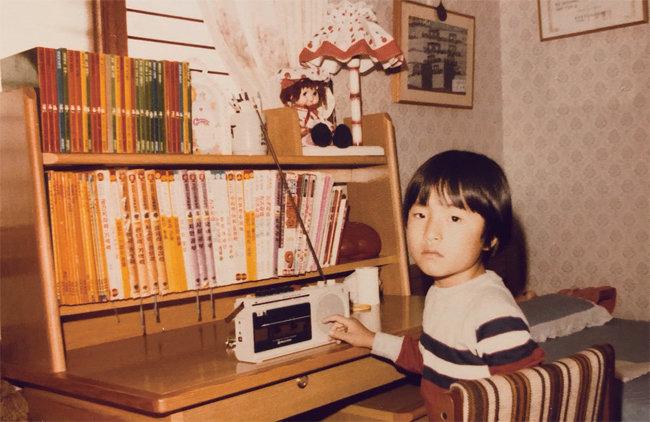 1983년 아버지가 처음 사준 라디오. 김영대는 이 라디오를 들으며 유년 시절을 보냈다. [사진 제공 · 김영대]