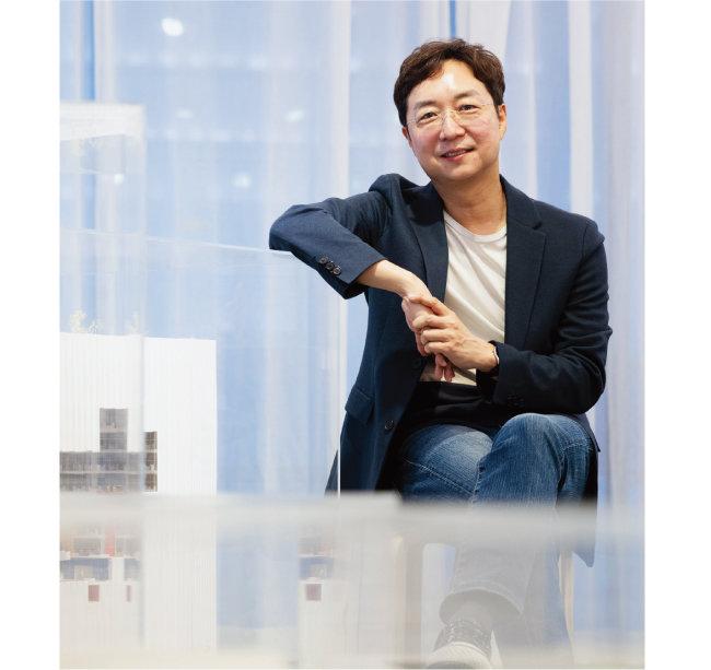 유현준 교수는 서울에 대규모 주택 공급이 이뤄져야 한다고 말한다. [홍태식]