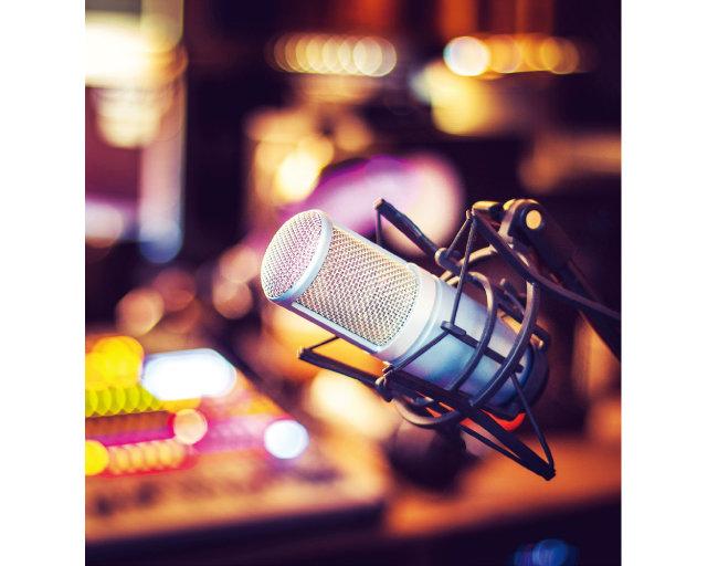 자신의 곡을 다시 녹음해 발매하는 셀프 리메이크가 유행 중인 가요계. [GETTYIMAGES]