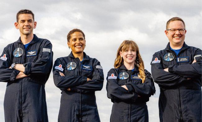 재러드 아이잭먼(맨 왼쪽)이 구성한 민간 우주여행팀 인스퍼레이션4. [스페이스X]