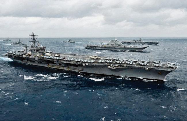 2020년 11월 미국·인도·일본·호주 함대가 인도양에서 중국의 해양 진출을 견제하는 연합 훈련에 나섰다. [사진 제공·인도 해군]