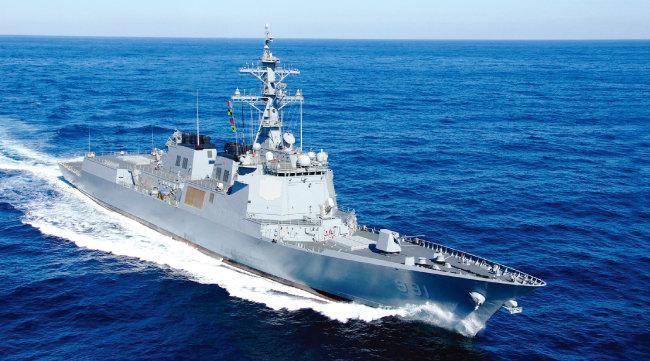세종대왕함(사진) 등 한국 해군 이지스함은 중국의 반발, 전파 출력 문제 등으로 서해상에서 운용하기 어렵다. [사진 제공 · 현대중공업]