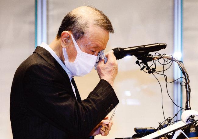 5월 초 홍원식 전 남양유업 회장이 대국민 사과를 하고 있다. [뉴시스]