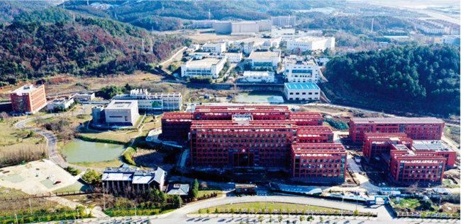 중국 과학원 산하 우한바이러스연구소(WIV). [CAIXiN]