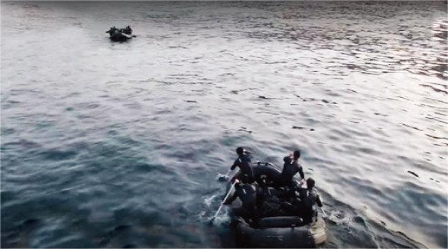 '강철부대' UDT팀과 SSU팀이 결승전 해상 침투 미션에 나섰다. [사진 제공 · 채널A]