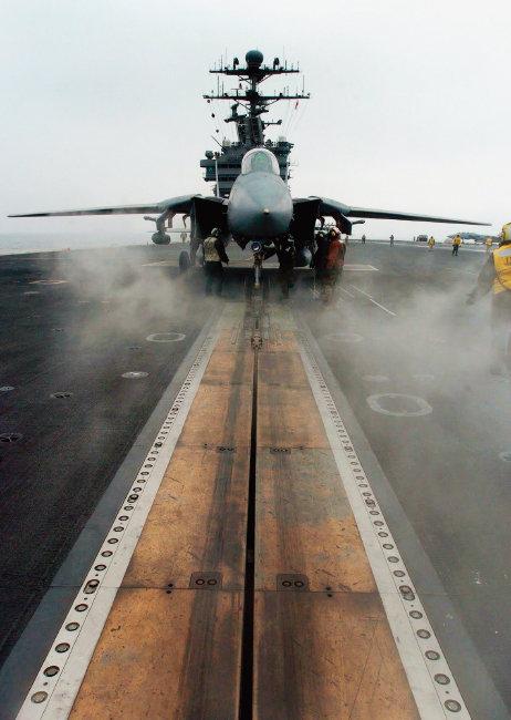 항공모함 사출기(catapult)는 군용기 이륙을 보조하는 주요 설비다. [사진 제공 · 미 해군]