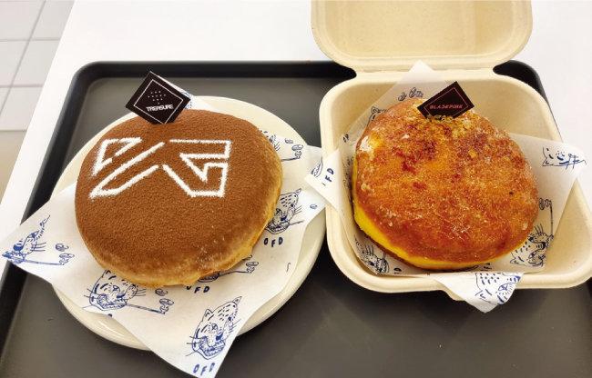 YG엔터테인먼트 로고와 아티스트 페이퍼픽으로 장식한 도넛. [구희언 기자]
