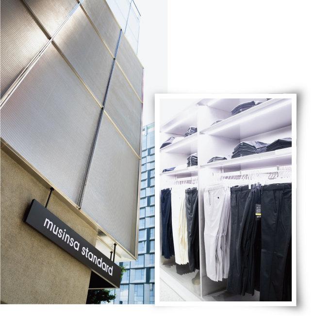 무신사 스탠다드 홍대 전경(왼쪽).  매장에서 가장 인기 있는 제품은 슬랙스다. [지호영 기자]