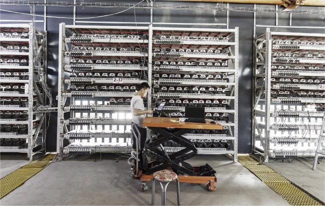 중국의 암호화폐 채굴 공장. [GETTYIMAGES]