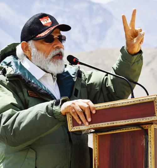 지난해 7월 나렌드라 모디 인도 총리가 라다크 지역군 기지를 방문해 장병들을 대상으로 연설하고 있다. [인도 총리실]