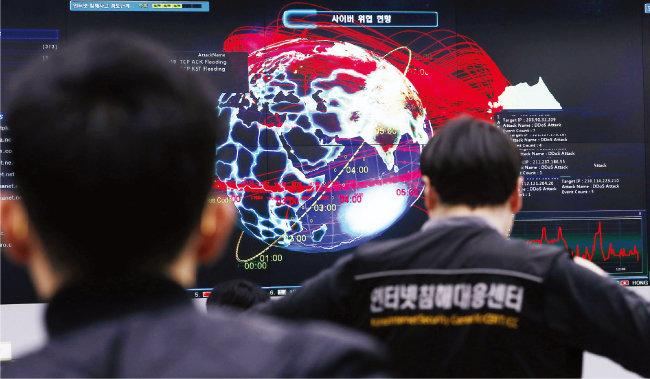 한국인터넷진흥원(KISA) 인터넷침해대응센터 종합상황실. 이곳에서는 한국 주요 사이트에 대한 디도스(DDos) 공격 현황을 모니터링한다. [동아DB]