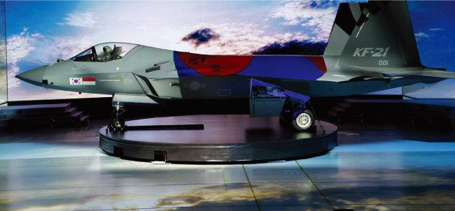 러시아 '체크메이트' 전투기는 국제 방위산업 시장에서 한국산 KF-21 '보라매'(사진)의 호적수가 될 전망이다. [청와대사진기자단]