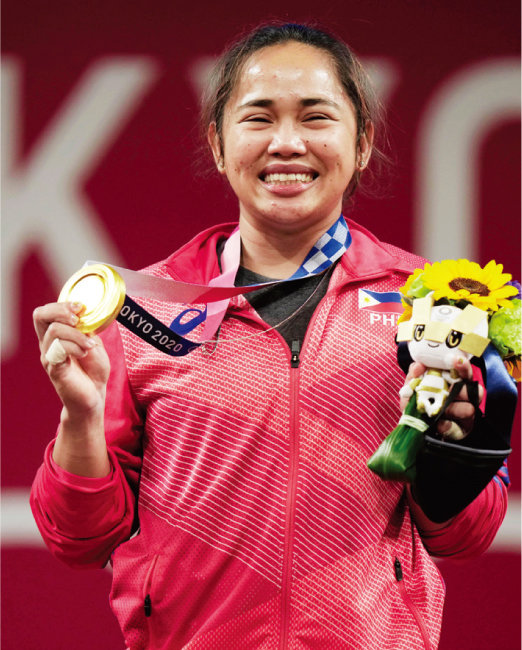 필리핀에 첫 금메달을 선사한 여자 역도 55kg급 우승자 하이달린 디아스. [뉴시스]