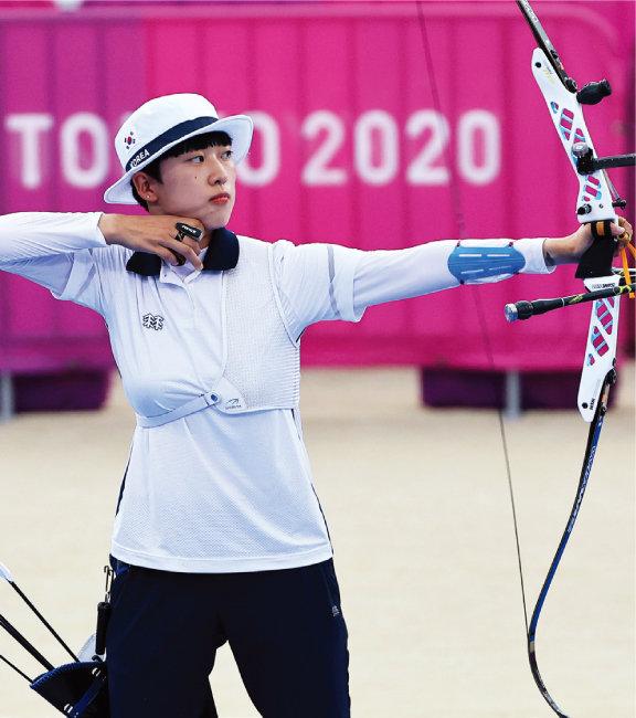 7월 30일 일본 도쿄 유메노시마공원 양궁장에서 열린 2020 도쿄올림픽 양궁 여자개인전 결승에서 안산 선수가 슛오프 마지막 한 발을 쏘고 있다. [동아DB]