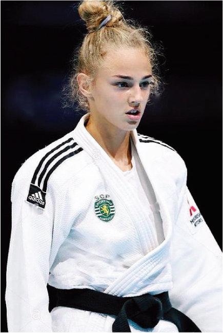 2020 도쿄올림픽 여자 유도 48㎏ 이하급에서 동메달을 딴 우크라이나 다리아 빌로디드. 부스스한 금발을 높게 번스타일로 묶었을 뿐인데도 멋짐 폭발. [인스타그램]