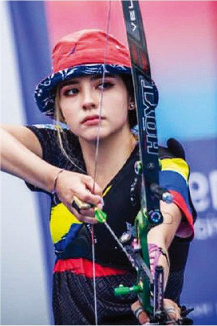 2020 도쿄올림픽에서 화려한 미모로 엄청난 팬을 확보한 콜롬비아 양궁 국가대표 발렌티나 아코스타 히랄도. 벙거지 모자를 살짝 접어 올린 센스에 박수를!. [인스타그램]