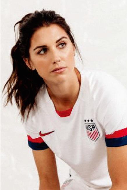 할리우드 여배우 뺨치는 외모 덕분에 전 세계적으로 팬덤을 확보한 미국 여자 축구 국가대표 앨릭스 모건. 헤어를 자연스럽게 질끈 묶기만 해도 스타일리시한 그는 2012 런던올림픽에서 금메달을 따 더욱 유명해졌다. [트위터]