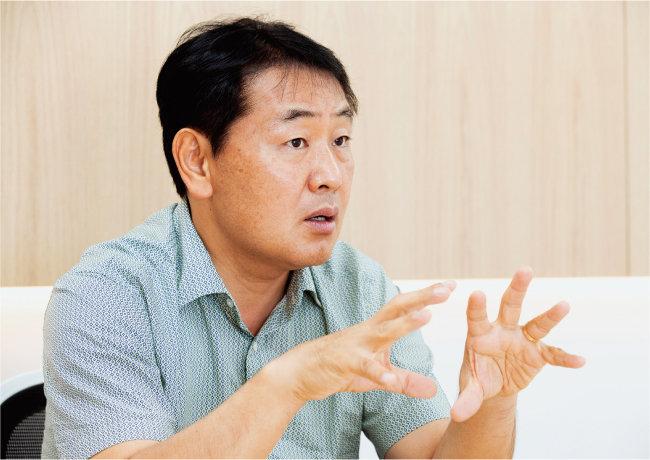 김관영 한국공공정책전략연구소 대표가 8월 10일 서울 종로구 사무실에서 '주간동아'와 인터뷰하고 있다. [지호영 기자]