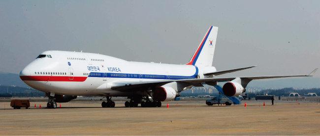 '하늘의 여왕'으로 불리는 보잉 747-400. 이 항공기는 이명박 정부 당시 대통령전용기로 사용됐다. [동아DB]
