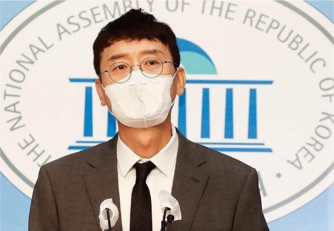 9월 8일 서울 여의도 국회에서 국민의힘 김웅 의원이 '고발 사주 의혹'과 관련해 기자회견을 하고 있다. [뉴시스]