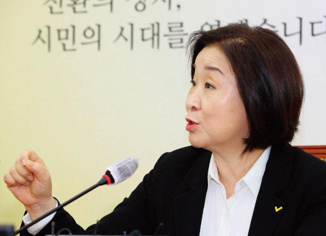 정의당 심상정 의원이 8월 29일 서울 여의도 국회에서 열린 대선 출마 온라인 기자간담회에 참석해 인사말을 하고 있다. [뉴스1]