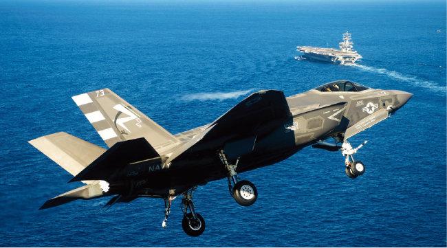한국형 항공모함 운용 방식을 CATOBAR(캐터펄트 사출)로 하면 F -35C(사진) 등 우수한 함재기를 도입할 수 있다. [AP=뉴시스]