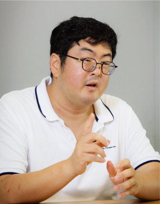 퀀트 투자로 15년 동안 연평균 15% 수익을 내고 있는 강환국 씨. 지난해 울트라 퀀트 전략을 개발한 그는 올해 7월 파이어족이 됐다. [박해윤 기자]