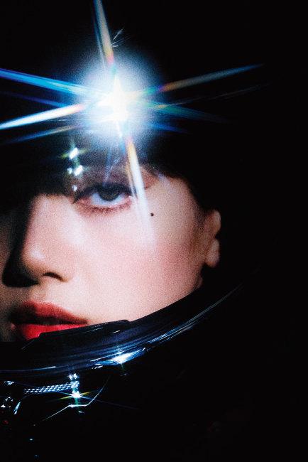 블랙핑크 리사의 첫 솔로 싱글 '라리사' 뮤직비디오가 조회수 1억 회를 돌파하며 화제를 모으고 있다. [사진 제공 · YG엔터테인먼트]