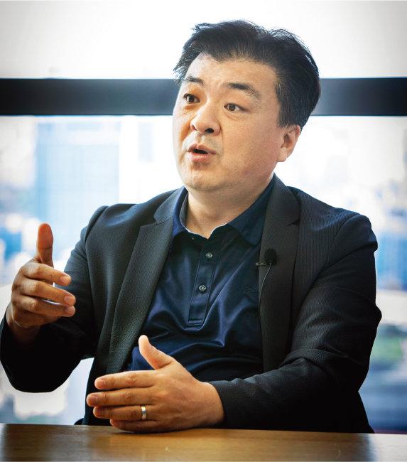 장우석 유에스스탁 본부장이 9월 14일 서울 영등포구 사무실에서 '주간동아'와 인터뷰하고 있다. [박해윤 기자]
