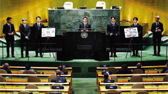9월 20일 미국 뉴욕 유엔본부에서 열린 제76차 유엔 총회 SDG Moment(지속가능발전목표 고위급회의) 개회 세션에서 발언하고 있는 방탄소년단. [사진 제공 · 청와대]