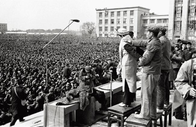 마오쩌둥 국가주석 시대의 문화대혁명은 중국 사회에 깊은 트라우마를 남겼다. 사진은 문화대혁명 당시 군중 집회 모습. [동아DB]
