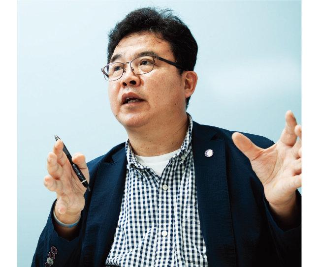 """코오롱글로벌 신재생에너지사업팀을 이끄는 최재서 이사는 """"2030년께 한국에서 그린수소 생산이 본격화할 것""""이라며 """"코오롱글로벌이 주도권을 쥘 것""""이라고 말했다. [조영철 기자]"""