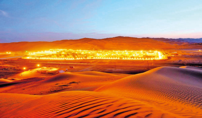 세계 최대 규모인 사우디아라비아 가와르 유전. [Ajel]