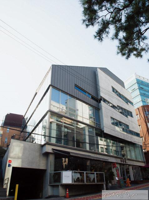 SK가 맏사위가 된 윤모 씨는 서울 삼성동 소재의 반도체 관련 기업에 재직 중이다.