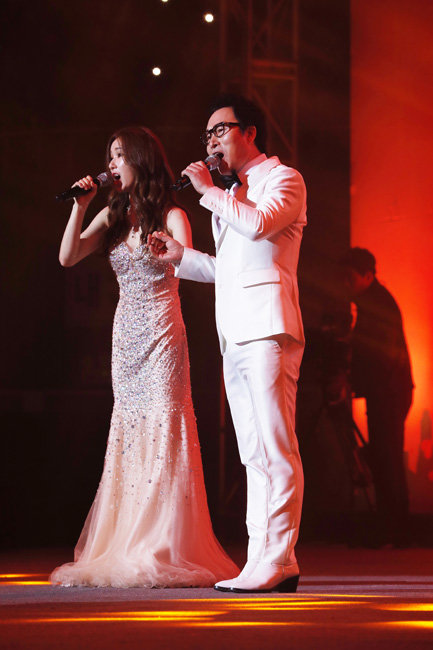 지난해에 이어 올해 콘서트에도 참석해 멋진 공연을 선사한 가수 김종환과 리아킴 부녀. 박해윤 기자