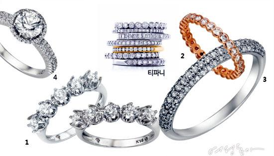 1 두 개를 각각 하나씩 끼거나 레이어링하는 스타일. 화려하면서 실용적이다. 몰리즈 디럭스 다이아몬드 제품. 2 나를 위한 선물. 까르티에 제품. 3 4 어느 손가락에 끼느냐에 따라 운명이 달라질 것 같은 다이아몬드 링. 다이아몬드 원석 전문회사 메타 제품.
