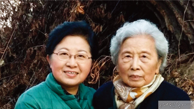 정현백 장관과 그에게 매일 아침상을 차려주는 것을 삶의 낙으로 여기는 92세의 어머니.