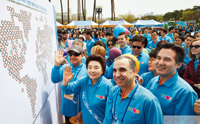 유엔 지속가능발전목표를 테마로 한 부대행사에 참여한 위러브유 장길자 회장과 내외빈들.