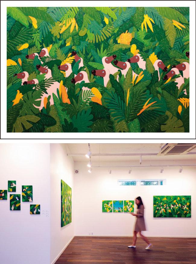 About PerspectiveⅡ, 130×162㎝, Gouache on Canvas, 2018(위) 김선우 작가의 'Homo via Dodo'전  전시장 전경.
