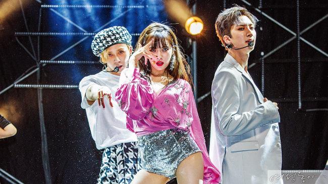 트리플 H 멤버 이던, 현아, 후이(왼쪽부터).