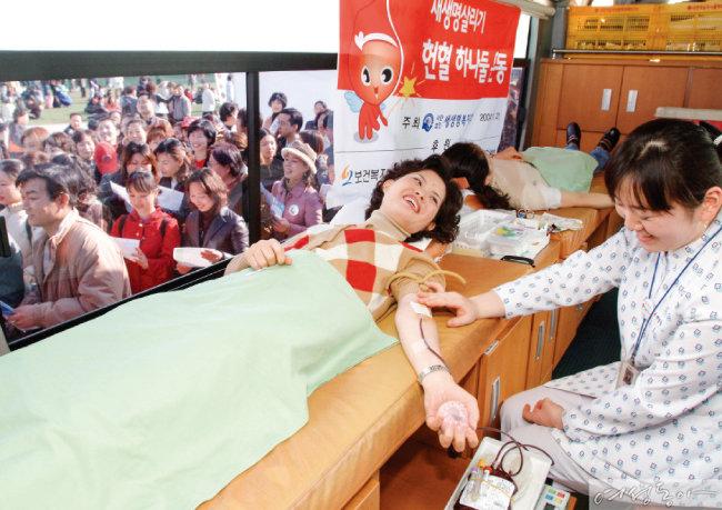 위러브유가 2004년부터 전개 중인 헌혈하나둘운동에는 지금까지 3만7천여 명이 참여했다.