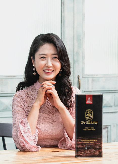 삼남매를 키우는 엄마이자 인기 인플루언서인 신윤휘 씨. [사진 홍태식]