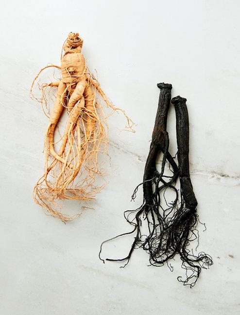 홍삼에 발효를 더해 사포닌 흡수율을 높인 삼농인발효홍삼(오른쪽).