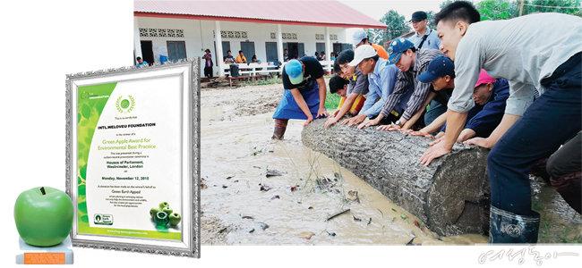 위러브유는 지난해 8월 라오스 댐 붕괴 수해지역에서 한 달간 구호작업을 진행했다(오른쪽). 또한 전 세계 클린월드운동을 통해 기후변화 대응과 세계인의 인식 개선에 기여한 공로로 국제적 환경상인 그린애플상을 수상했다.