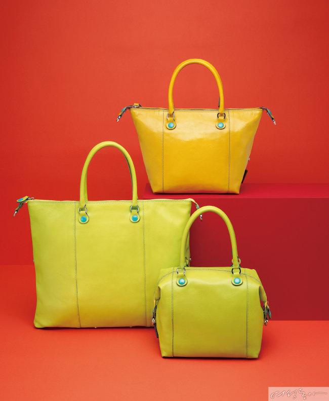 (왼쪽부터) 피스타치오 컬러 L 사이즈 38만원, 피스타치오 컬러와 옐로 컬러 M 사이즈 34만원.