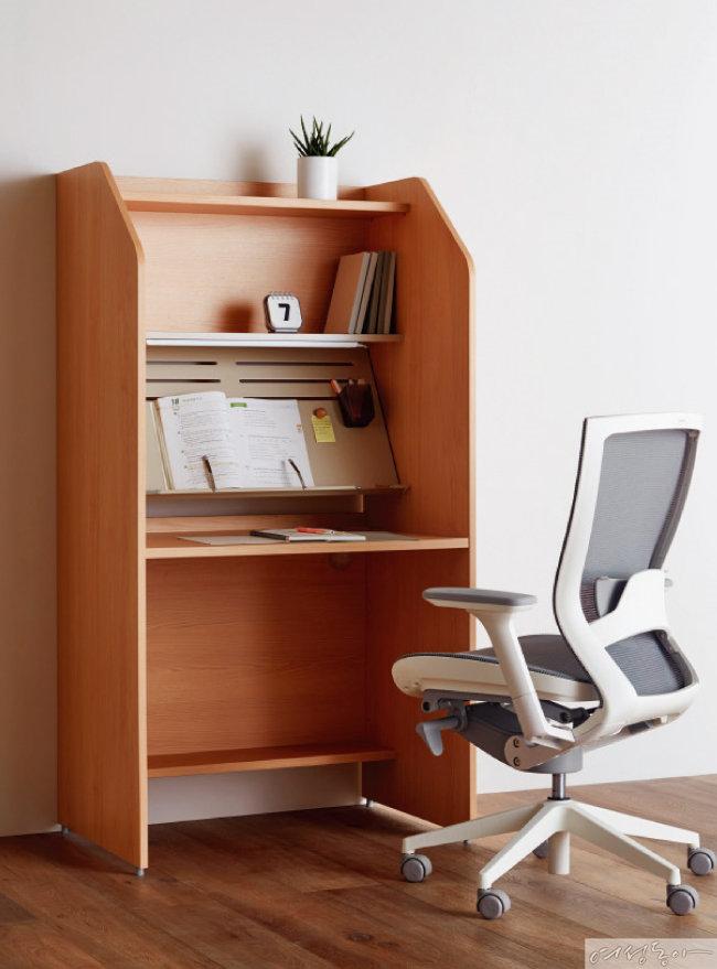 완벽하게 집중력을 높일 수 있는 이타카네오 독서실 책상.