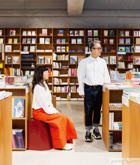 '오브제'로 한국 패션계의 스타였던 두 사람은 라이프스타일 크리에이터로 세상에 없던 일들을 하는 중이다.