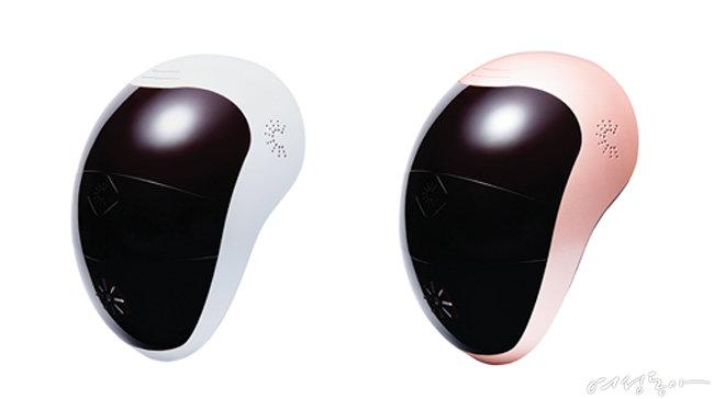 인텐시브 LED 마스크 99만원 (왼쪽), 인텐시브 LED 마스크 프리미엄 1백50만원대.