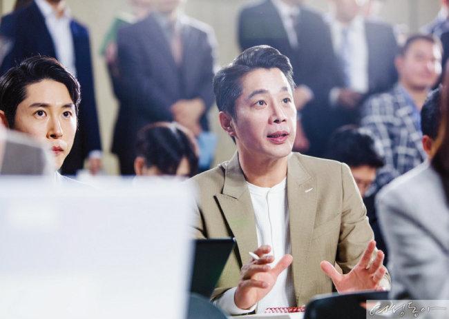 응원차 촬영장에 왔다가 즉석 캐스팅된 정애연의 남편 김진근.