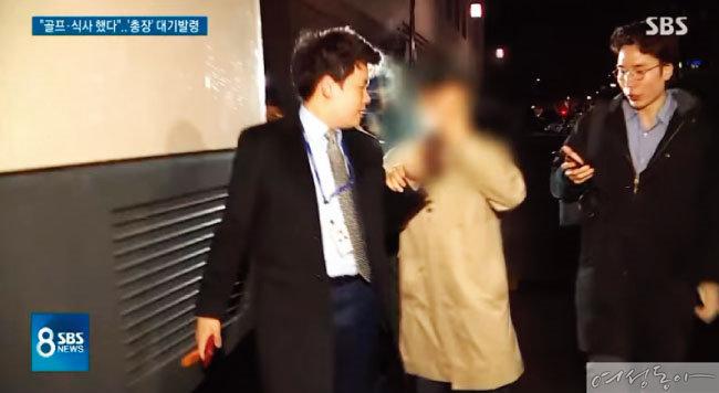 박한별의 남편 유모 유리홀딩스 대표의 '해결사' 노릇을 했다는 의심을 받는 윤모 총경.  카카오톡 단체 대화방에서 '경찰총장'으로 언급된 인물이다.